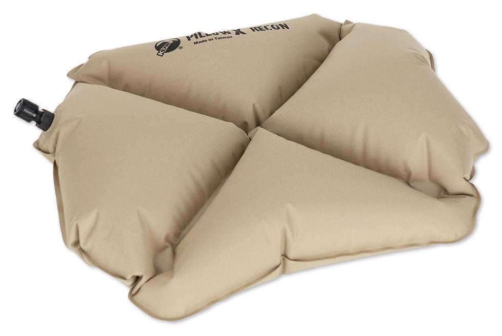 Надувная подушка Klymit Pillow X Recon, цвет: песочный488615_зеленый, синийЛегкая и компактная подушка для полноценного отдыха в путешествии. X- направляющие фиксируют положение головы во время сна; -Материал – полиэстер 75D -Надувается за 1- 2 выдоха -Размер – 38.1 см x 27.9 см x 10.2 см; в сложенном виде – 11.4 -3 см x 6.35 x 2.54 см (размер зажигалки) -Вес – 65 гр. -Цвет – песочный (coyote)