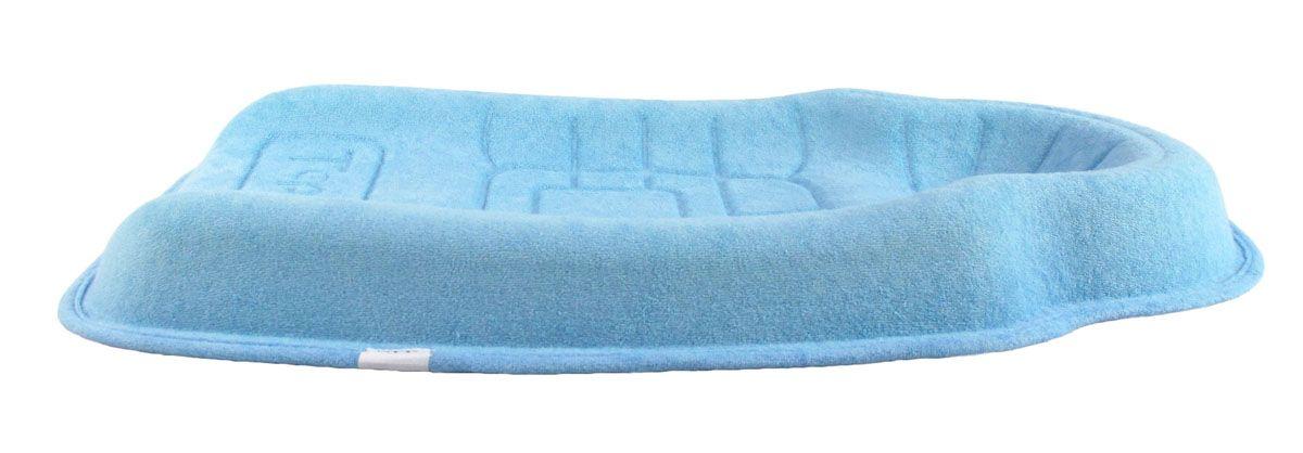 Форма, позволяющая избежать точечной нагрузки на тело ребенка. Препятствует развитию ассиметрии черепа ребенка и искривления шейного позвонка во время сна за счет боковой поддержки. Подушка имеет специальные канавки для циркуляции воздуха и предотвращения опрелостей головы. Можно использовать как: коврик для сна, мобильную кроватку в гостях или путешествии, в качестве пеленального столика. От 0 - 5 месяцев