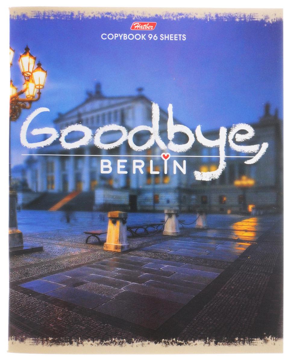 Тетрадь Hatber Goodbye, Berlin формата A5 подойдет как школьнику, так и студенту.Обложка выполнена из плотного картона, что позволит сохранить тетрадь в аккуратном состоянии на протяжении всего времени использования. Лицевая сторона оформлена надписью Goodbye, Berlin и стильной фотографией города.Внутренний блок тетради, соединенный двумя металлическими скрепками, состоит из 96 листов белой бумаги. Стандартная линовка в клетку голубого цвета дополнена полями. В верхнем углу каждой странички находится разделенное точками место для даты, в нижнем - пустые квадратики для номеров страниц.
