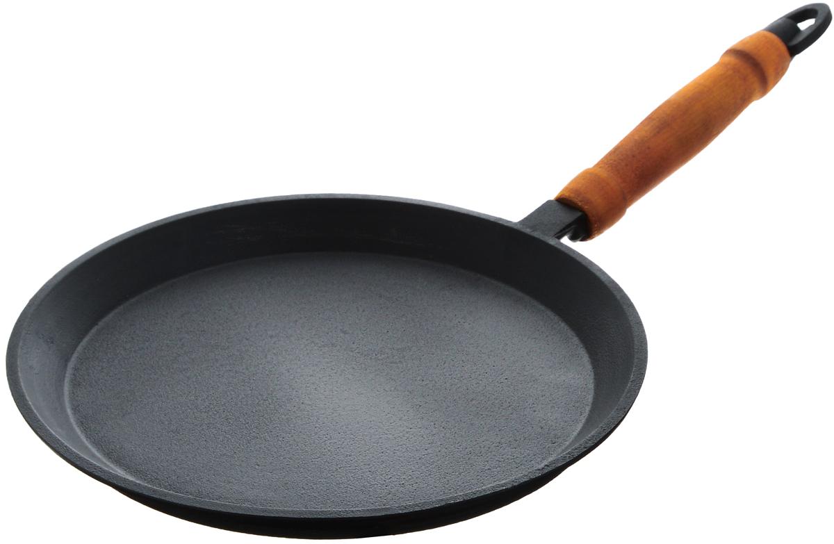 Сковорода блинная Катюша, чугунная. Диаметр 22 смс229Блинная сковорода Катюша, изготовленная из натурального экологически безопасного чугуна, оснащена деревянной ручкой. Чугун является одним из лучших материалов для производства посуды. Его можно нагревать до высоких температур. Он очень практичный, не выделяет токсичных веществ, обладает высокой теплоемкостью и способен служить долгие годы.Плоская форма идеальна для приготовления блинов и яичницы.Вы всегда будете готовить самую вкусную и полезную для здоровья пищу. Не рекомендуется мыть в посудомоечной машине.Подходит для всех типов плит, включая индукционные. Длина ручки: 17 см.Высота стенки: 2 см.