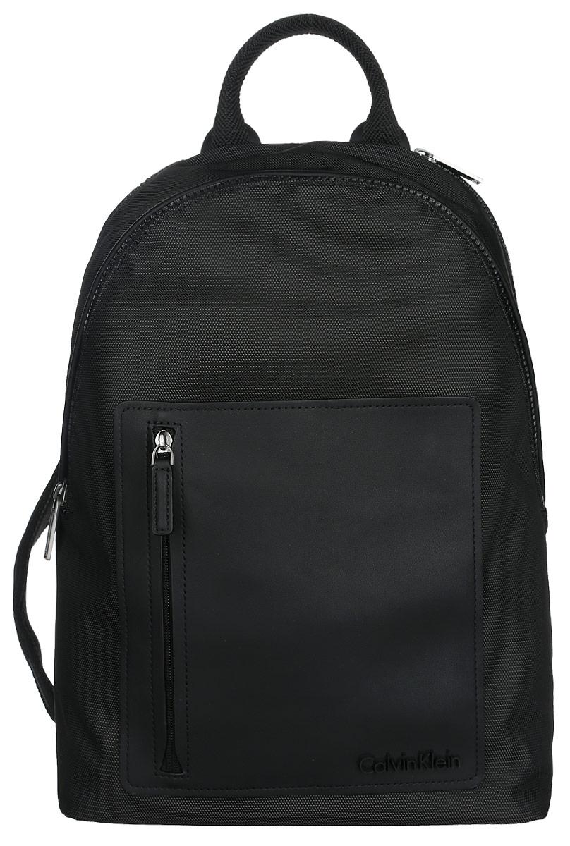 Рюкзак мужской Calvin Klein Jeans, цвет: черный. K50K501625_0010K50K501625_0010Практичный рюкзак Calvin Klein выполнен из полиуретана, оформлен символикой бренда.Изделие содержит два отделения, каждое из которых закрывается на застежку-молнию. Внутри основного отделения размещены два мягких кармана для планшета и ноутбука, которые застегиваются хлястиком на липучку. Внутри второго отделения размещены два накладных кармана на липучках, врезной карман на молнии и органайзер, включающий пять накладных карманов, и кольцо для ключей с фиксатором. Лицевая сторона рюкзака дополнена накладными карманом на застежке-молнии. Рюкзак оснащен широкими лямками регулируемой длины и петлей для подвешивания. В комплекте с изделием поставляется чехол для хранения.Стильный рюкзак идеально подчеркнет ваш неповторимый стиль.