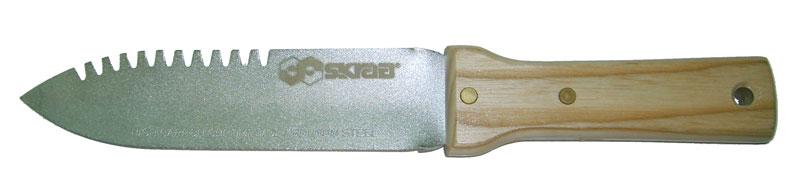 Нож Skrab, для удаления сорняков. 28085TOR-32CHLСадовый нож:Длина 300 мм.Нож служит для удаления сорняков с грядок, травы из стыков между плитами и камнями на садовых дорожках и стенах.Лезвие ножа выполнено из высокоуглеродистой хромо-молибденовой стали.Ручка из дерева, на 2-х металлических заклепках.