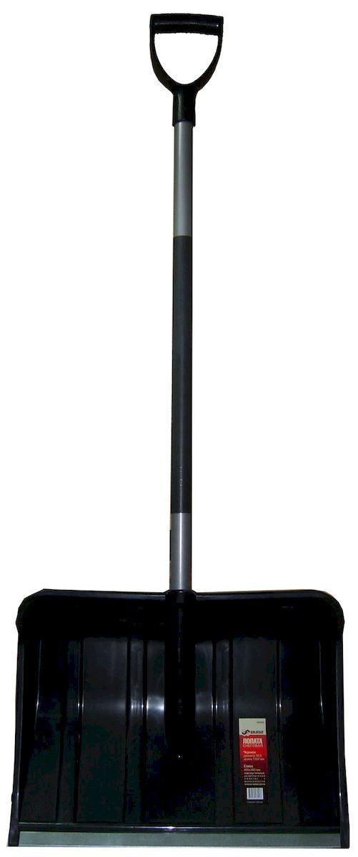 Лопата Skrab снеговая. 28091790009Лопата снеговая, пластиковая с оцинкованной планкой и Y-образной ручкойДлина 1300 мм.Диаметр черенка 30,5 мм.Совок лопаты 485х360 мм.Лопата сделана из высококачественных материалов, обеспечивающих ее надежность в эксплуатации.Черенок - металлическая труба со стекловолоконным наполнителем, который придает прочность ручке.Совок изготовлен из морозостойкого пластика и алюминия. Алюминиевая планка и специальная конструкция ребер жесткости способствуют увеличению прочности ковша.Лопата поставляется в разобранном виде. Для сборки достаточно вставить черенок в тулейку ковша, совместив пазы. Для соединения ковша и черенка используется быстросборное соединение, которое исключает применение саморезов и прочих крепежных изделий, что позволяет собрать лопату в полевых условиях за считанные секунды.