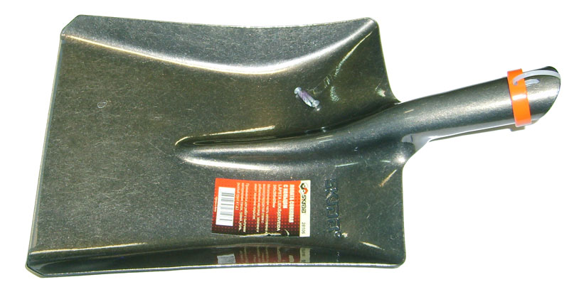 Лопата совковая Skrab, с кольцом. 281064230-53847Лопата совковая предназначена для работы с сыпучими грузами, такими как песок, гравий, уголь, зерно. Изделие имеет форму прямоугольника с закраинами и изготовлено по уникальной технологии из высококачественной стали с добавлением марганца с защитным покрытием.Размер: 24,5 х 29,5 х 42 см