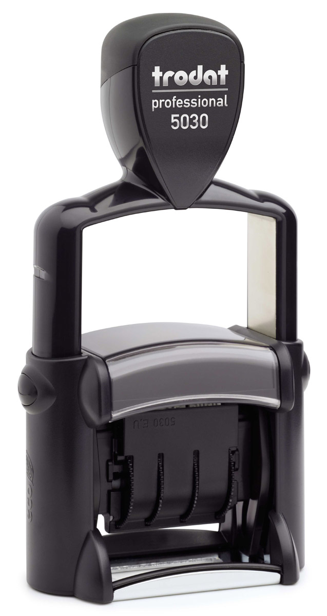 Trodat Датер однострочный русифицированный 4 ммFS-00897Однострочный русифицированный датер Trodat с буквенным отображением месяца будет незаменим в отделе кадров или в бухгалтерии любой компании. Прочный пластиковый корпус с металлическими деталями гарантирует долговечное бесперебойное использование. Модель отличается высочайшим удобством в использовании и оптимально ложится в руку благодаря эргономичной ручке. Оттиск проставляется практически бесшумно, легким нажатием руки. Улучшенная конструкция, защитное покрытие лент и видимая площадь печати гарантируют качество и точность оттиска. Надежное покрытие ленты с датой предотвращает контакт пальцев с краской, сохраняя ваши пальцы чистыми. Также в комплект входит подушечка для штампов. Высота шрифта - 4 мм. Trodat - идеальный штамп для ежедневного использования в офисе, гарантирующий получение чистых и четких оттисков. Идеально подходит к самым разным требованиям в повседневной офисной жизни.