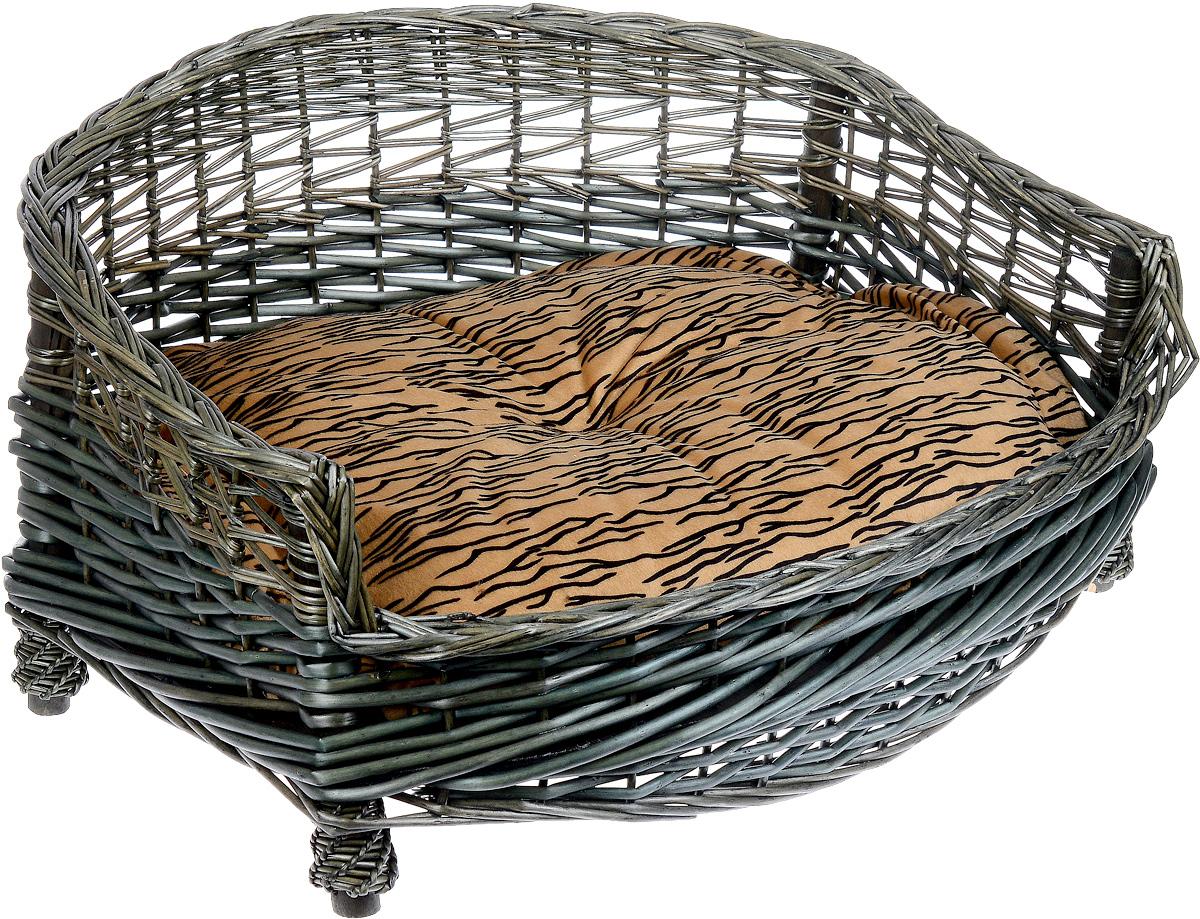 Лежак-диван Каскад №1, плетеный, 58 х 46 х 26 см0120710Лежак-диван для животных Каскад №1, изготовленный из лозы ротанга, дополнен мягкой подушкой и высокими плетеными бортиками. Материал чехла подушки выполнен из мягкого и приятного на ощупь текстиля, наполнитель - полиэстер. Такой лежак-диван станет любым местом вашего питомца. Благодаря качественному изготовлению лежак-диван не повредит напольное покрытие.