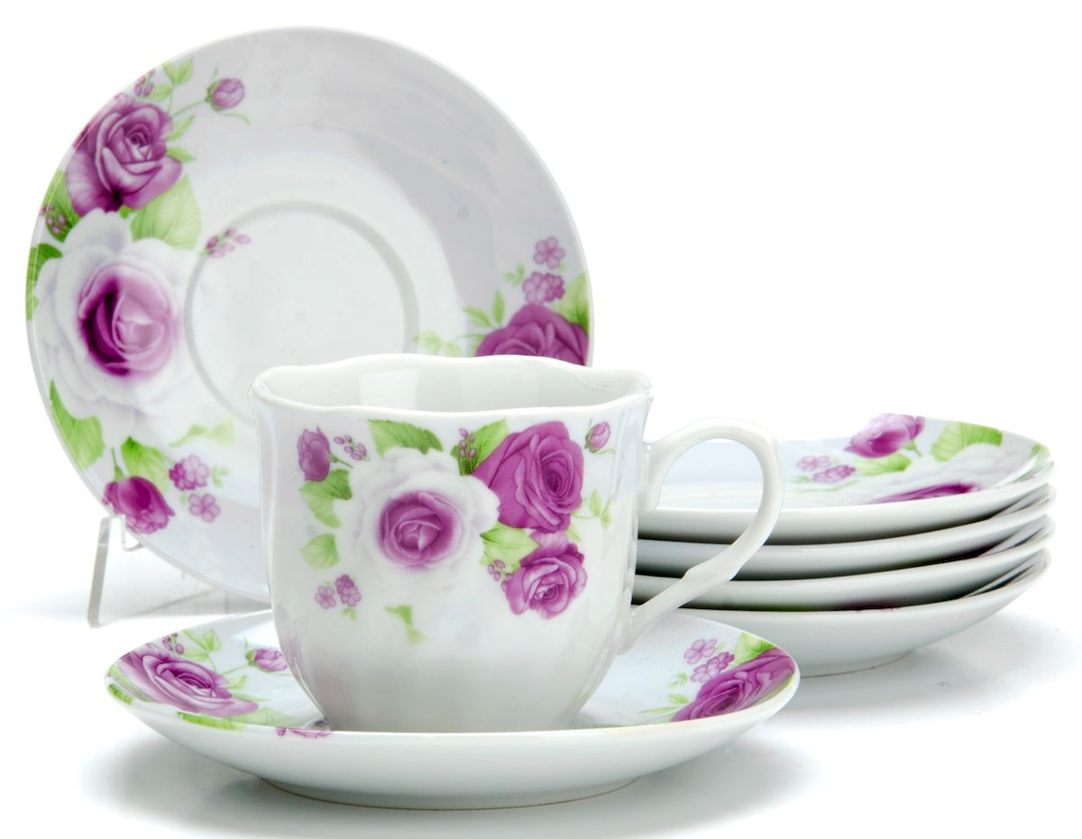 Чайный сервиз Loraine Цветы, 220 мл, 12 предметов. 2591424489Чайный сервиз на 6 персон изготовлен из качественного фарфора и оформлен красивым рисунком. Элегантный и удобный чайный сервиз не только украсит сервировку стола, но и поднимет настроение и превратит процесс чаепития в одно удовольствие.Сервиз состоит из 12 предметов: шести чашек и шести блюдец, упакованных в подарочную коробку. Чашки имеют удобную, изящную ручку.Изделия легко и просто мыть.Диаметр чашки: 8 см.Высота чашки: 7,5 см.Объем чашки: 220 мл.Диаметр блюдца: 14 см.