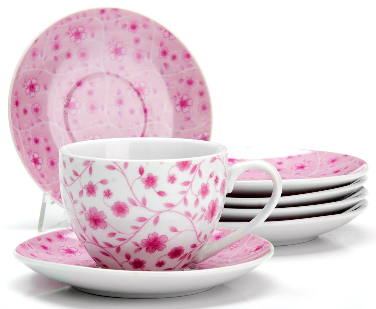 Чайный сервиз Loraine Цветы, 220 мл, 12 предметов. 25929VT-1520(SR)Чайный сервиз на 6 персон изготовлен из качественного фарфора и оформлен красивым рисунком. Элегантный и удобный чайный сервиз не только украсит сервировку стола, но и поднимет настроение и превратит процесс чаепития в одно удовольствие.Сервиз состоит из 12 предметов: шести чашек и шести блюдец, упакованных в подарочную коробку. Чашки имеют удобную, изящную ручку.Изделия легко и просто мыть.Диаметр чашки: 9 см.Высота чашки: 7 см.Объем чашки: 220 мл.Диаметр блюдца: 14 см.