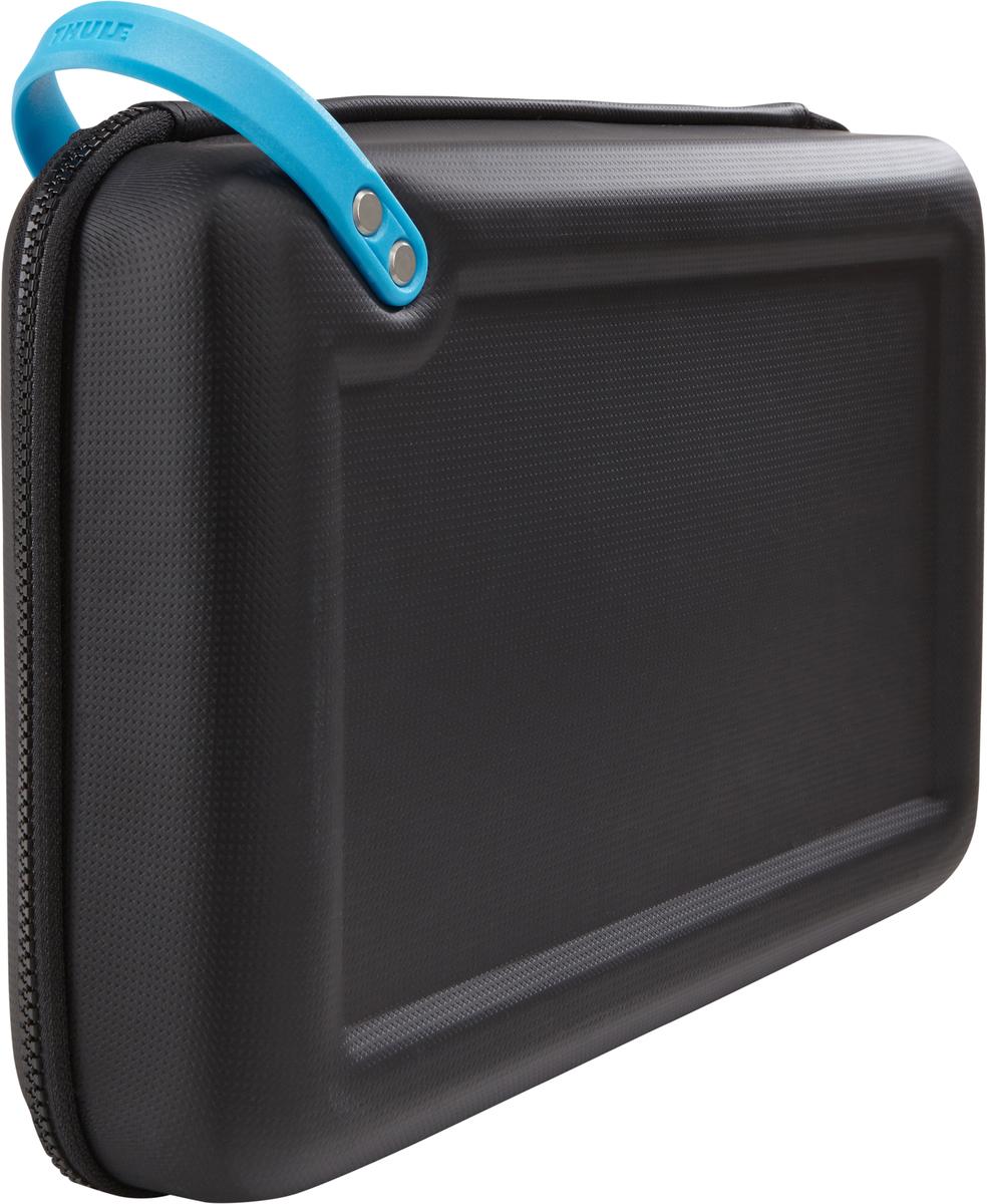 Чехол для 2-х экшн-камер Thule Legend GoPro Case Plus, цвет: черныйT-B3220Чехол Thule Legend GoPro Advanced - Вмещает две камеры GoPro, штативы и аксессуары. Помогает запечатлеть происходящие события и рассказать о них другим с вашей точки зрения. Ударопрочный отсек с мягкой подкладкой позволяет хранить до двух камер GoPro, штативы Flex Clamp, 3-way, Gooseneck, LCD Touch BacPac, пульт дистанционного управления, запасные аккумуляторы и SD-карты Съемная подкладка из прессованной пены облегчает очистку внутренней поверхности от пыли, грязи, песка и пр. В жестком кармане можно хранить зарядные устройства, кабели и ремни для крепления Благодаря тонкому дизайну с легкостью умещается в другой сумке Полужесткая конструкция и прочное покрытие обеспечивают защиту и надежность хвата Большие язычки на молниях обеспечивают удобство доступа даже в том случае, если на вас надеты перчатки Встроенную удобную ручку можно прикреплять с помощью карабина к поясному ремню, а также наплечным ремням и рюкзаку Яркая внутренняя отделка поможет быстро найти мелкие предметы Удобное отверстие линейного выхода позволяет заряжать камеру GoPro на ходу.