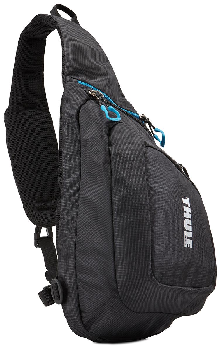 Рюкзак-слинг Thule Legend GoPro Sling, для экшн-камеры, цвет: черный, 21.5 x 9 x 34.5 см95429-924Рюкзак на одной лямке Thule Legend GoPro - Изящный и легкий рюкзак на одной лямке позволяет вам сохранять мобильность и держать под рукой до двух камер GoPro и аксессуары к ним. Компактный рюкзак на одной лямке с мягким отсеком для двух камер GoPro, LCD Touch BacPac, пульта дистанционного управления, запасных батареек и SD-карт Съемная подкладка из прессованной пены облегчает очистку внутренней поверхности от пыли, грязи, песка и пр. В панели-органайзере можно хранить зарядные устройства, кабели и ремни для крепления Передний отсек идеально подходит для хранения штативов и личных вещей Благодаря конструкции с обтекаемой формой и малым весом сумка не мешает отдыху Большие язычки на молниях обеспечивают удобство доступа даже в том случае, если на вас надеты перчатки Карман на наплечном ремне предоставляет быстрый доступ к пульту дистанционного управления или телефону Нагрудные ремни прочно фиксируют положение рюкзака Отдельный карман с внутренней отделкой из материала Nylex защищает телефон или солнечные очки. Яркая внутренняя отделка поможет быстро найти мелкие предметы