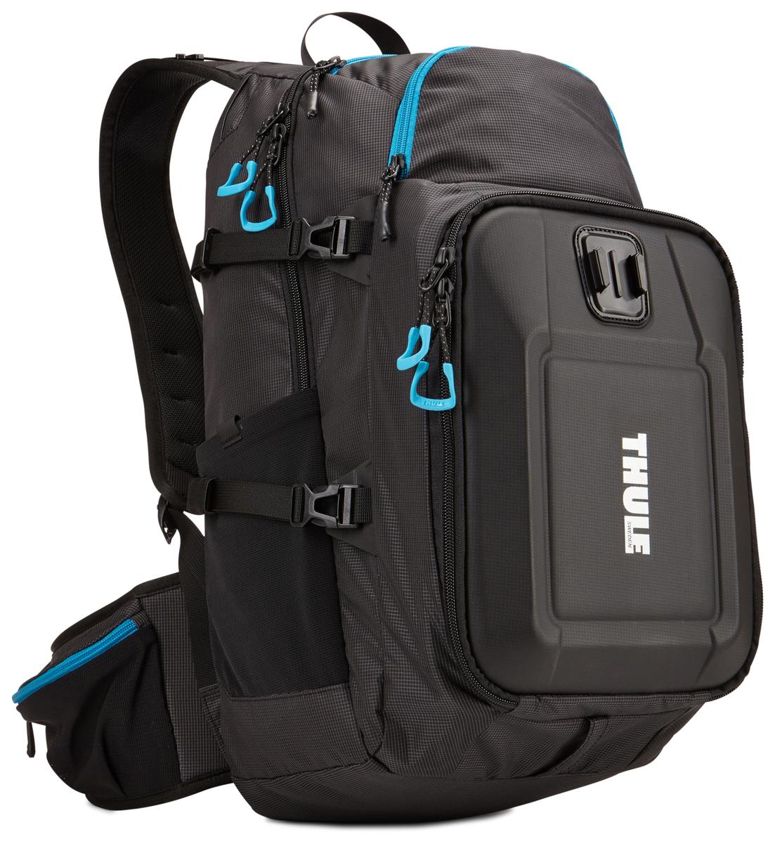 Рюкзак для экшн-камеры Thule Legend GoPro Backpack, цвет: черный, 36 x 16.5 x 49.5 смГризлиТонкий рюкзак для камеры GoPro со встроенными креплениями позволит запечатлеть ваше путешествие с различных ракурсов. Ударопрочный отсек с мягкой подкладкой позволяет хранить до трех камер GoPro, LCD Touch BacPac, пульт дистанционного управления, запасные аккумуляторы и SD-карты. Съемная подкладка из прессованной пены облегчает очистку внутренней поверхности от пыли, грязи, песка и пр. Встроенные крепления позволяют установить две камеры GoPro и вести съемку с нескольких ракурсов. В жестком кармане можно хранить зарядные устройства и кабели. Отдельный отсек для штативов и ремней. Благодаря конструкции с обтекаемой формой и малым весом сумка не мешает отдыху. Специальное отделение для бутылки с водой (бутылка в комплект не входит). Большие язычки на молниях обеспечивают удобство доступа даже в том случае, если на вас надеты перчатки. Поясной и нагрудный ремни обеспечивают комфорт и улучшенную фиксацию. Легкодоступные боковые карманы на поясном ремне для iPhone или многофункционального ножа.
