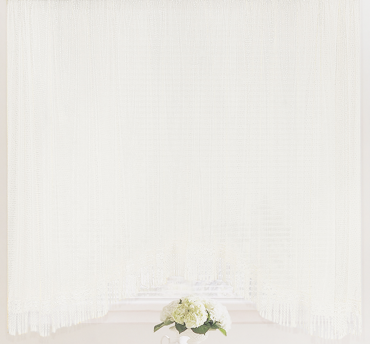 Штора-арка ТД Текстиль Капли росы, на ленте, цвет: белый, высота 165 см100-49000000-60Штора-арка ТД Текстиль Капли росы великолепно украсит любое окно. Штора выполнена из качественного сетчатого полиэстера и декорирована бахромой. Полупрозрачная ткань, оригинальный дизайн и приятная цветовая гамма привлекут к себе внимание и позволят шторе органично вписаться в интерьер помещения. Штора крепится на карниз при помощи шторной ленты, которая поможет красиво и равномерно задрапировать верх. Изделие отлично подходит для кухни, столовой, спальни.