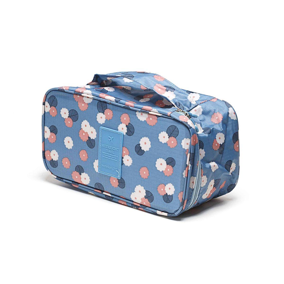 Косметичка-органайзер Homsu Цветок, цвет: синий, белый, розовый, 28 x 13 x 15 смRG-D31SКосметичка-органайзер Homsu Цветок выполнена из высококачественного полиэстера. Закрывается изделие на застежку-молнию. Внутри имеется 4 отделения для мелочей, а также дополнительная сумочка размером 22 х 14 см, которая крепится к косметичке посредством липучки и надежно защищает ваши вещи за счет удобной молнии. Теперь вы сможете всегда брать с собой все, что вам может понадобиться. Сверху органайзера имеется ручка для удобной переноски. Косметичка-органайзер Homsu Цветок станет незаменимым аксессуаром для любой девушки.Размер косметички: 28 х 13 х 15 см. Размер сумочки: 22 х 14 см.
