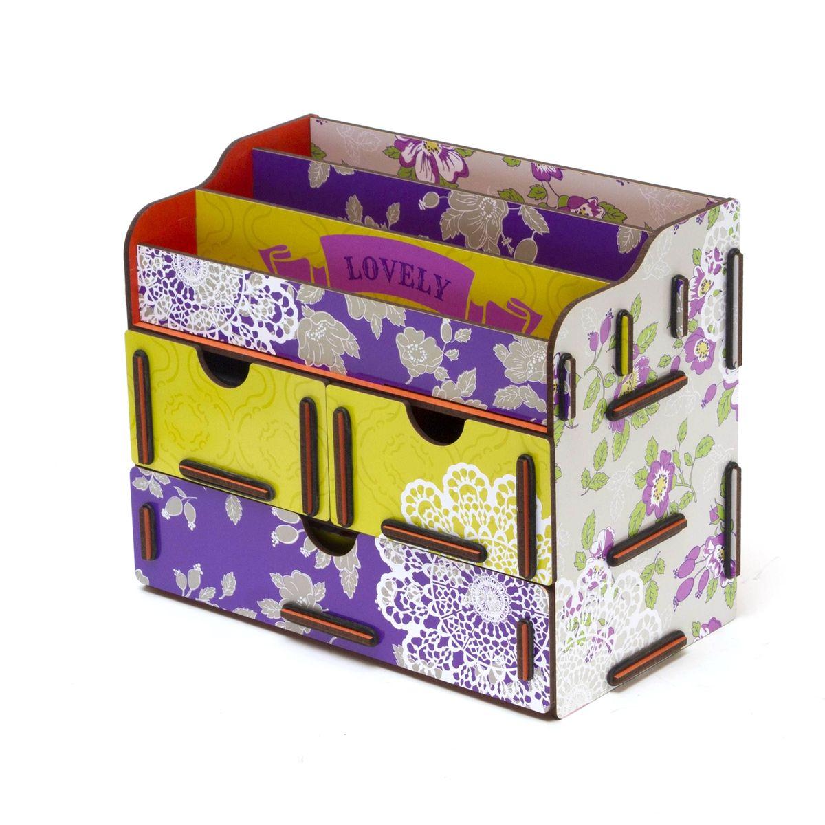 Шкатулка для косметики и украшений Homsu Love, 24 x 14 x 19 см119894Шкатулка Homsu Love выполнена из МДФ. Шкатулка для косметики и украшений благодаря двум маленьким ящикам и одному большому ящику, позволяет разместить все самое необходимое для женщины и всегда иметь это под рукой. Это оригинальное изделие имеет также 3 полочки сверху для хранения косметики, парфюмерии и аксессуаров, его можно поставить на столе, он станет отличным дополнением интерьера.