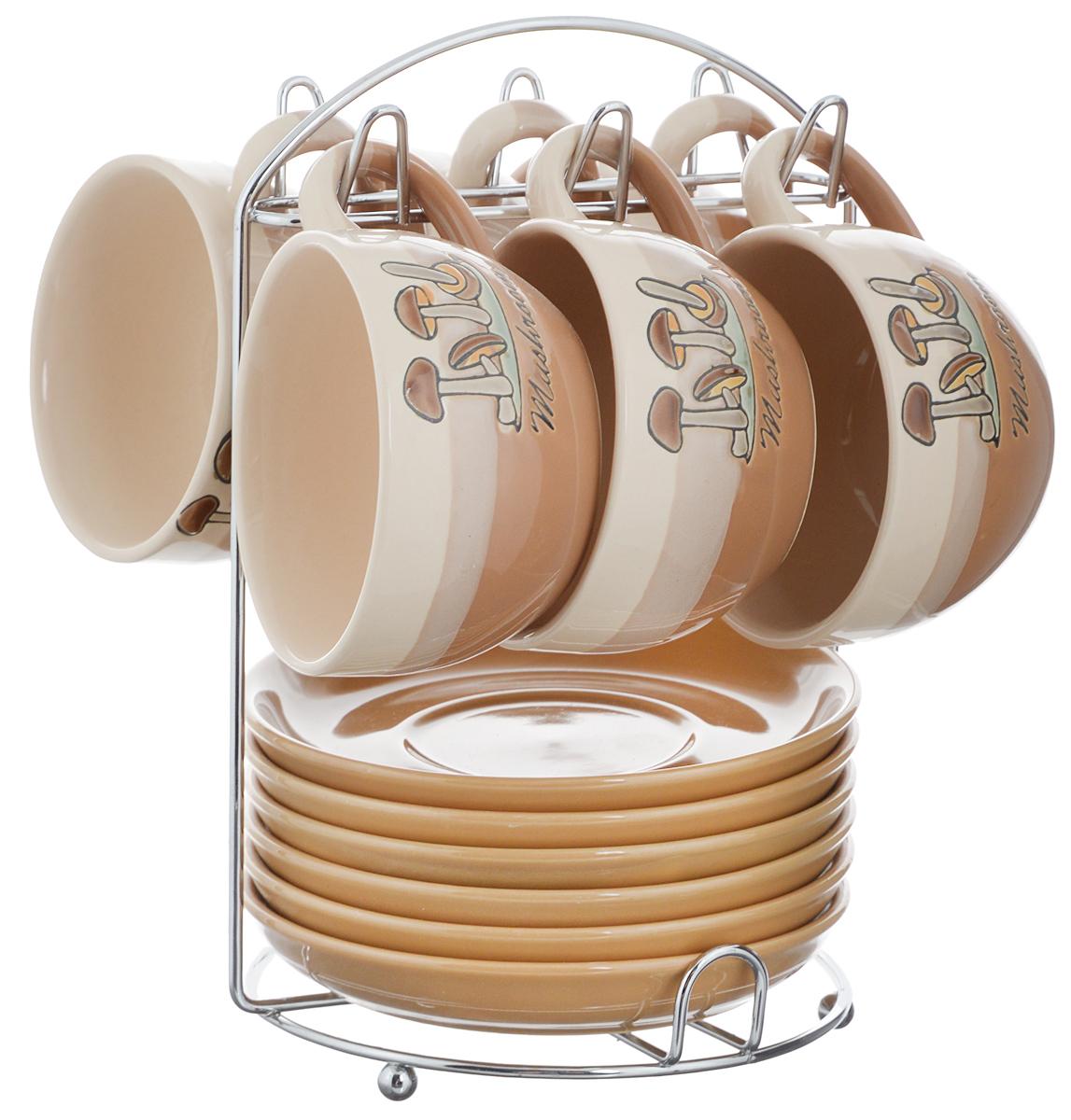 Набор чайный Calve. Грибы, на подставке, 13 предметовVT-1520(SR)Набор Calve. Грибы состоит из шести чашек и шести блюдец, изготовленных из высококачественного фарфора. Чашки оформлены ярким изображением грибов. Изделия расположены на металлической подставке. Такой набор подходит для подачи чая или кофе.Изящный дизайн придется по вкусу и ценителям классики, и тем, кто предпочитает утонченность и изысканность. Он настроит на позитивный лад и подарит хорошее настроение с самого утра. Чайный набор Calve. Грибы - идеальный и необходимый подарок для вашего дома и для ваших друзей в праздники.Можно мыть в посудомоечной машине. Объем чашки: 220 мл. Диаметр чашки (по верхнему краю): 9,5 см. Высота чашки: 6,3 см. Диаметр блюдца: 14,5 см. Высота блюдца: 2,3 см.Размер подставки: 16,5 х 16 х 22,5 см.