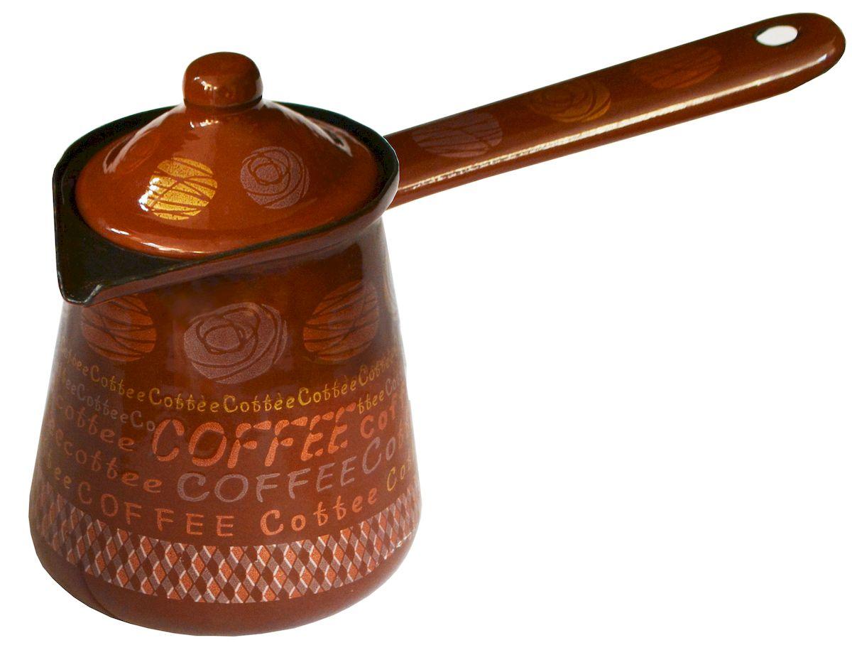 Турка Calve, с крышкой, цвет: коричневый, 500 млVT-1520(SR)Турка Calve, изготовленная из высококачественной стали, предназначена для приготовления кофе. Внешние стенки турки оформлены изящным рисунком. Изделие имеет широкое горлышко, специальный носик и крышку. Рукоятка снабжена специальным отверстием, благодаря которому изделие можно подвесить на крючок. Кофе в турке варится очень просто. Насыпьте молотый кофе, залейте водой и варите на слабом огне, не доводя до кипения. Чем дольше кофе варить, тем крепче он становится. Подходит для всех видов плит, включая индукционные. Диаметр турки (по верхнему краю): 8 см. Длина ручки: 13 см.Высота стенки: 10 см.