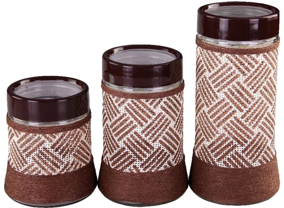 Набор банок для сыпучих продуктов Patricia, 3 шт. IM99-3915VT-1520(SR)Набор Patricia состоит из трех банок для сыпучих продуктов, выполненных из прочного стекла. Изделия, декорированные плетеной рогожкой, имеют цилиндрическую форму и оснащены герметичными крышками.Такие банки прекрасно подходят для хранения сахара, соли, круп, конфет, орехов, печенья и других сыпучих продуктов. Не рекомендуется мыть в посудомоечной машине.