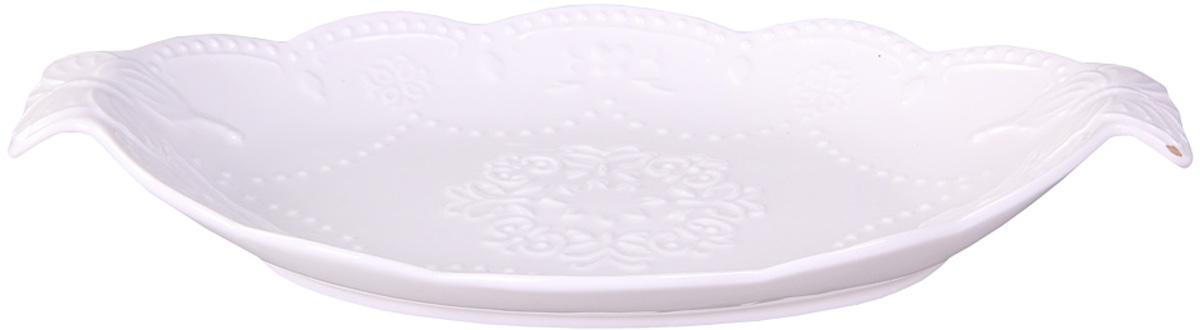 Блюдо Patricia, овальное, с ручками, 30 х 19 см115610Блюдо Patricia круглой формы выполнено из высококачественного фарфора безупречной белизны и оформлено рельефом. Благодаря специальным ручкам блюдо удобно перемещать. Оригинальное блюдо украсит сервировку вашего стола и подчеркнет прекрасный вкус хозяйки, а также станет отличным подарком.