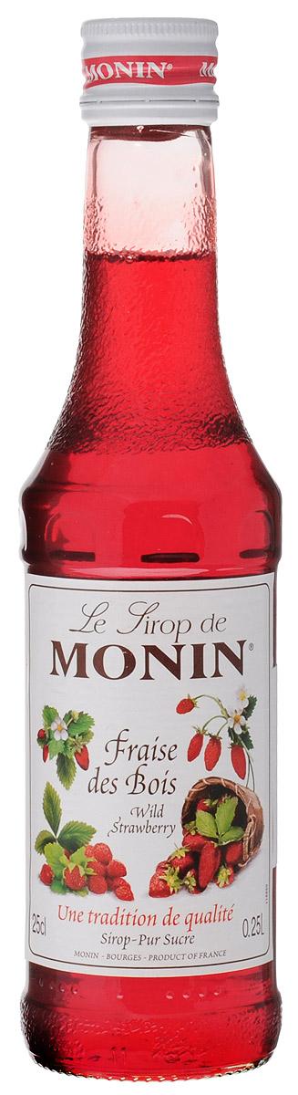 Monin Земляника сироп, 0,25 л0120710Сироп Monin Земляника не оставит равнодушным ни одного сладкоежку. Нежный ягодный вкус и аромат делает эту добавку незаменимым ингредиентом многих блюд и напитков. В качестве основы для него применяются натуральная земляника, обработанная особым образом, а также тростниковый сахар и чистейшая вода из родниковых источников.Сиропы Monin выпускает одноименная французская марка, которая известна как лидирующий производитель алкогольных и безалкогольных сиропов в мире. В 1912 году во французском городке Бурже девятнадцатилетний предприниматель Джордж Монин основал собственную компанию, которая специализировалась на производстве вин, ликеров и сиропов. Место для завода было выбрано не случайно: город Бурже находился в непосредственной близости от крупных сельскохозяйственных районов - главных поставщиков свежих ягод и фруктов. Производство сиропов стало ключевым направлением деятельности компании Monin только в 1945 году, когда пост главы предприятия занял потомок основателя - Пол Монин. Именно под его руководством ассортимент марки пополнился разнообразными сиропами из натуральных ингредиентов, которые молниеносно заслужили блестящую репутацию в кругу поклонников кофейных напитков и коктейлей. По сей день высокое качество остается базовым принципом деятельности французской марки. Сиропы Монин создаются исключительно из натуральных ингредиентов по уникальным технологиям, позволяющим сохранять в готовом продукте все полезные свойства природного сырья.Эксперты всего мира сходятся во мнении, что сиропы Monin - это законодатели мод в миксологии. Ассортимент французской марки на сегодняшний день является самым широким и насчитывает полторы сотни уникальных вкусовых решений. В каталоге компании можно найти как классические вкусы для кофейных напитков (шоколадный, ванильный, ореховый и другие сиропы), так и весьма экзотические варианты (сиропы со вкусом кокоса, зеленой мяты, тирамису, блю курасао, аниса, грейпфрута, пина колады и т. д.).