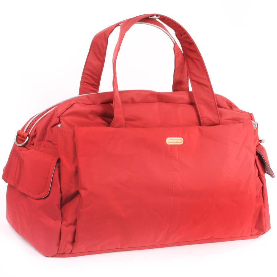 Сумка спортивная Polar, цвет: оранжевый, 20,5 л. 1119311193Спортивная сумка Polar выполнена из нейлона. Основное отделение на застежке-молнии. Внутри расположены два открытых кармана для телефона и ключей, а также мелких принадлежностей. У сумки имеются боковые карманы, два кармана на молнии спереди и сзади сумки. Изделие оснащено двумя удобными текстильными ручками и съемным текстильным плечевым ремнем.