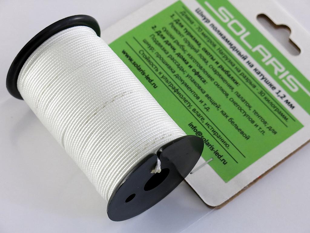 Шнур полиамидный Solaris на катушке, 1,2 мм х 70 м, цвет: белыйKOC-H19-LEDПрочный многоцелевой плетеный шнур из полиамида, выдерживает нагрузку на разрыв 30 кг. Для удобства использования шнур намотан на катушку, на торце катушки есть прорезь для фиксации свободного конца шнура. Шнур диаметром 1,2 мм состоит из восьми плотно сплетенных прядей. Благодаря такой надежной конструкции шнур не расплетается при повреждении одной или даже нескольких прядей. Диаметр шнура 1,2 мм, длина 70 метров.