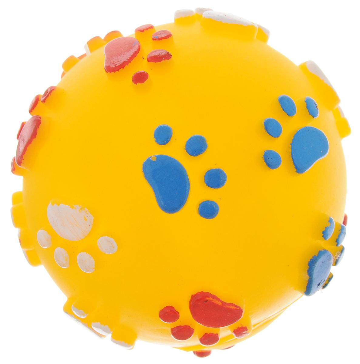 Игрушка для собак Каскад Мяч. Лапки, цвет: желтый, диаметр 7 см4023_aИгрушка для собак Каскад Мяч. Лапки изготовлена из мягкой и прочной безопасной резины, устойчивой к разгрызанию. Игрушка снабжена пищалкой и украшена рельефом в виде разноцветных лапок. Изделие отличается прочностью и в то же время гибкостью и эластичностью. Необычная и забавная игрушка прекрасно подойдет для игр вашей собаки.