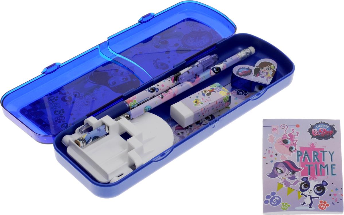 Канцелярский набор Littlest Pet Shop в упаковочном пакете с кольцом станет замечательным подарком для любой школьницы.Набор включает в себя простой карандаш с ластиком, складной пластиковый пенал, прозрачную линейку 15 см, шариковую автоматическую ручку, точилку в форме сердечка, блокнот клеевой, ластик прямоугольный. Обложка блокнота выполнена из плотного картона и оформлена изображениями Маленького зоомагазина.Набор канцелярских принадлежностей - стильные и незаменимые аксессуары на каждый день!