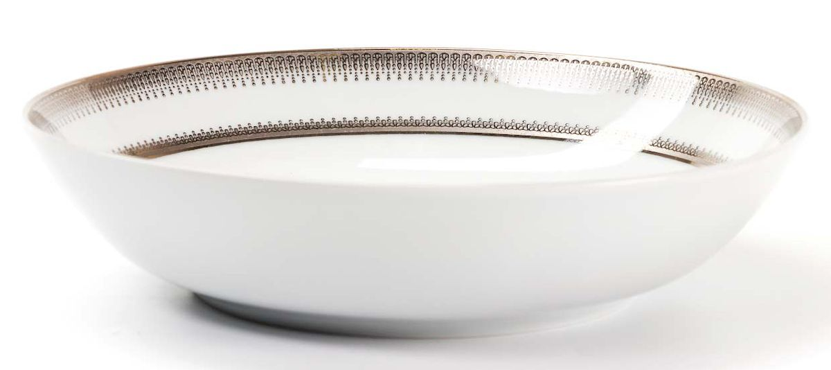 Набор глубоких тарелок La Rose Des Sables Princier Platine, 22 см, 6 шт115510Элегантная посуда класса люкс теперь на вашем столе каждый день. Сделанные из высококачественного материала с использованием новейших технологий, предметы сервировки невероятно прочны и прекрасно подходят для повседневного использования. Классическая форма и чистота линий делает их желанными гостями на любом обеде. Уникальная плотность и тонкость фарфора достигается за счет изготовления его из уникальной глины региона Лимож (Франция). Посуда устойчива к сколам и трещинам благодаря двойному термическому обжигу. Золотой, серебряный декор посуды отличается высоким содержанием настоящего золота и серебра.