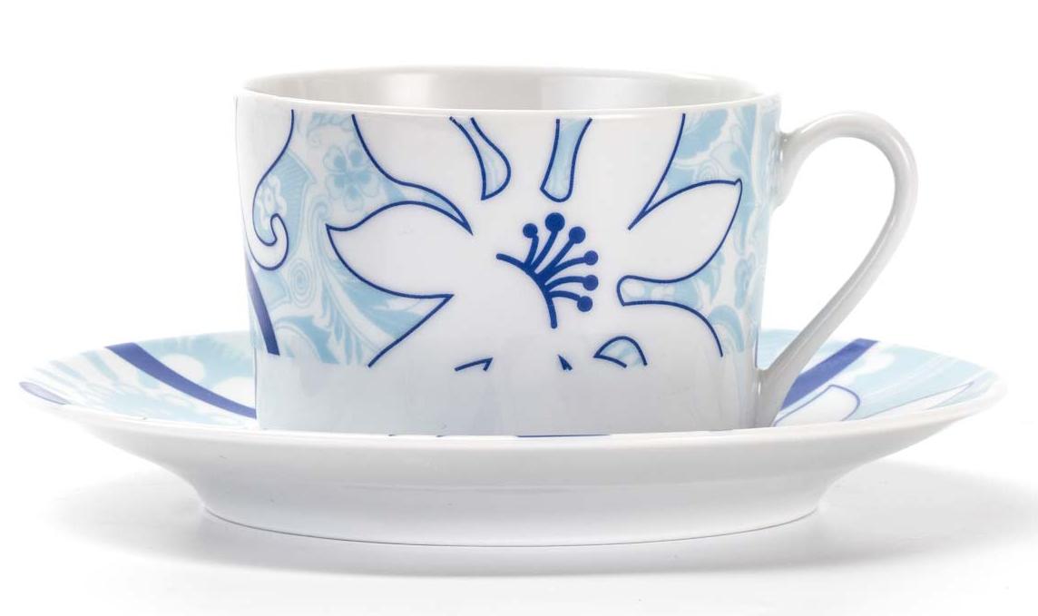 Набор чайных пар La Rose Des Sables Bleu Sky, 12 предметовVT-1520(SR)Фарфор производится в Тунисе из знаменитой своим качеством и белизной глины, добываемой во французской провинции Лимож. Преимущества этого фарфора заключаются в устойчивости к сколам и трещинам, что возможно благодаря двойному термическому обжигу. Данную серию можно использовать в СВЧ и посудомоечной машине. Данная посуда рассчитана на интенсивное использование. Лиможский фарфор не содержит включений тяжелых металлов, что соответствует мировым и российским санитарным требованиям.