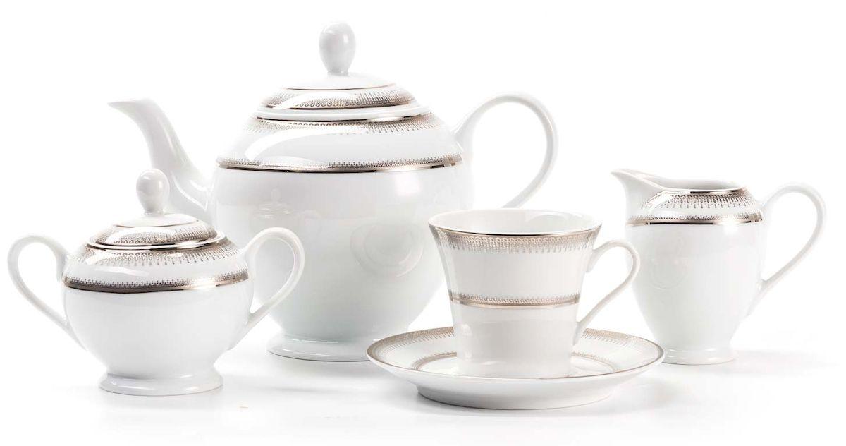 Сервиз чайный La Rose Des Sables Princier Platine, 15 предметовVT-1520(SR)Элегантная посуда класса люкс теперь на вашем столе каждый день. Сделанные из высококачественного материала с использованием новейших технологий, предметы сервировки невероятно прочны и прекрасно подходят для повседневного использования. Классическая форма и чистота линий делает их желанными гостями на любом обеде. Уникальная плотность и тонкость фарфора достигается за счет изготовления его из уникальной глины региона Лимож (Франция). Посуда устойчива к сколам и трещинам благодаря двойному термическому обжигу. Золотой, серебряный декор посуды отличается высоким содержанием настоящего золота и серебра.