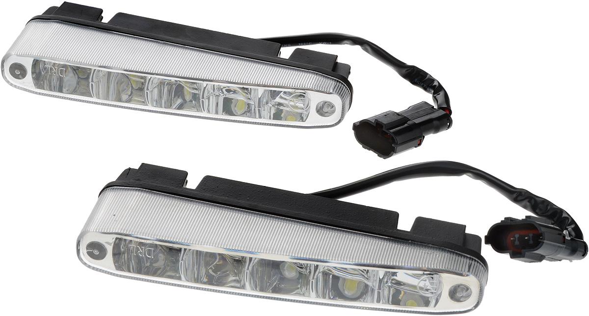 Дневные ходовые огни Nord YADA, 2 шт. 90263010503Дневные ходовые огни Nord YADA предназначены для создания хорошей видимости автомобиля на дороге с целью достижения высокого уровня безопасности движения. Особенности: - Супер яркий светодиод потребляет намного меньше энергии, чем обычная лампа, сохраняя оптимальную светоотдачу. - Привлекательный дизайн и регулируемый кронштейн, который подходит к различным моделям автомобилей. - Водонепроницаемый отражатель для любых дорожных и погодных условий.Мощность: 5 Вт . Напряжение: 12/24 В. Температура свечения: 5000 К (холодный белый свет). Комплектация: 2 шт.