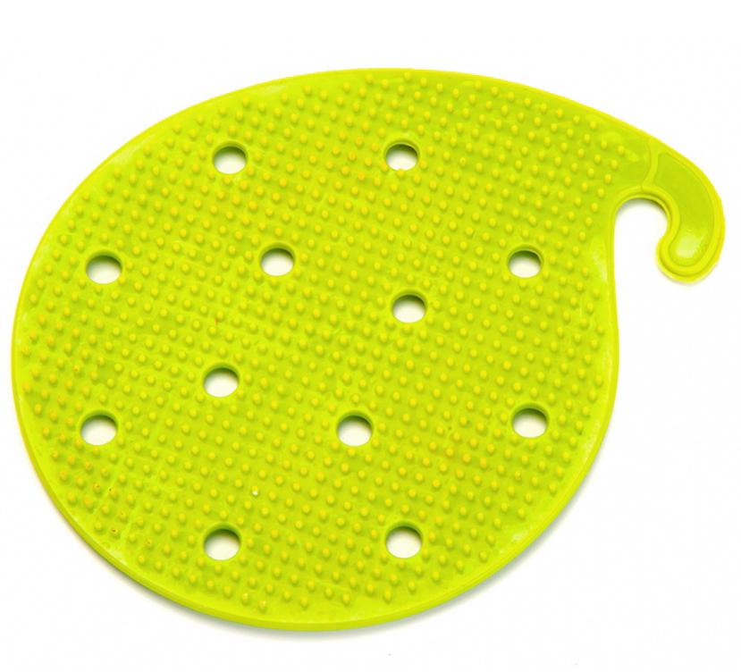 Губка для чистки овощей и фруктов Bradex, многофункциональная, цвет: салатовыйTK 0207Многофункциональная губкаBradex легко снимает кожуру со свежих или вареных овощей и фруктов, экономя время и упрощая процесс очистки по сравнению с использованием обыкновенного ножа. Подходит для продуктов любого размера. Выполнена из гибкого пвх-материала с нанесением сетки из зубцов.Может использоваться в качестве прихватки для горячей посуды. Облегчает отвинчивание банок с консервацией. Имеет крючок для хранения на вешалке.
