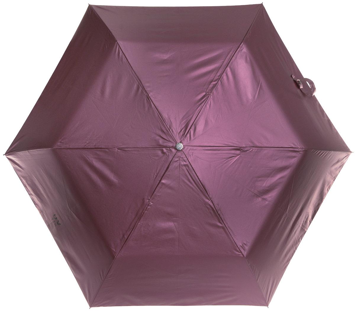 Зонт женский Эврика Звездное небо, механика, 3 сложения, цвет: розовато-лиловый, черный. 96778REM12-CAM-REDBLACKОригинальный зонт Эврика не оставит вас незамеченной. С внешней стороны купол оформлен с металлическим оттенком, а с внутренней - в виде черного неба с созвездиями.Стержень изделия изготовлен из металла. Купол выполнен из качественного нейлона, который не пропускает воду. Зонт состоит из шести спиц, изготовленных из металла с элементами из пластика и пластиковой ручки. Зонт имеет механический способ сложения: и купол, и стержень открываются вручную до характерного щелчка. Ручка дополнена петлей, благодаря которой зонт можно носить на запястье. К зонту прилагается чехол. Благодаря своему небольшому размеру, зонт легко пометится в сумку. Раскрыв зонт можно увидеть внутри ночное небо с созвездиями.Зонт-планетарий станет отличным подарком и надежной защитой от непогоды.