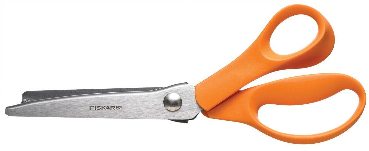 Ножницы Fiskars Classic. Зиг-заг, 23 смFS-54116Ножницы Fiskars Classic. Зиг-заг предназначены для обработки краев и швов тканей и других материалов. Эргономичная форма ручки обеспечивает комфортную работу. Удлиненное нижнее лезвие позволяет удерживать ткань и с легкостью ее разрезать. Подходят для работы с плотными и грубыми тканями.Предназначены для правшей.Длина ножниц: 23 см.