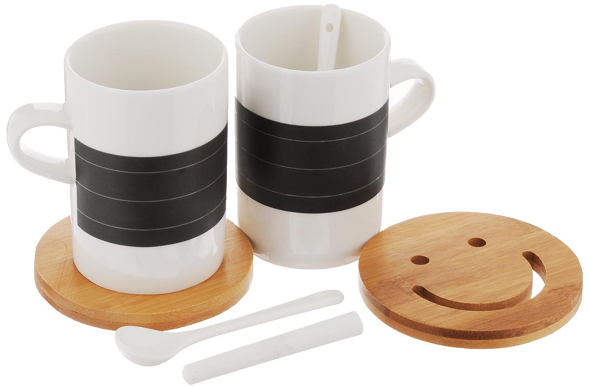 Набор чайный EcoWoo, 7 предметов115510Набор для двоих EcoWoo - это не только идеальный подарок, но и прекрасный повод побаловать себя!В состав набора входят 2 кружки с поверхностью для записей мелом, 2 чайные ложки, 2 бамбуковые подставки и мелок. Кружки и ложки выполнены из высококачественного фарфора. Чайный набор EcoWoo - это идеальное решение для отражения вашего настроения. Вы сможете написать на кружке мелом все, что чувствуете. А когда надпись надоест или покажется устарелой, просто сотрите ее.Не использовать в посудомоечной машине.Объем кружек: 250 мл. Диаметр кружек по верхнему краю: 7 см. Высота кружек: 10 см. Длина чайных ложек: 11,5 см. Размер подставок: 10 х 10 х 1 см. Длина мелка: 8,5 см.