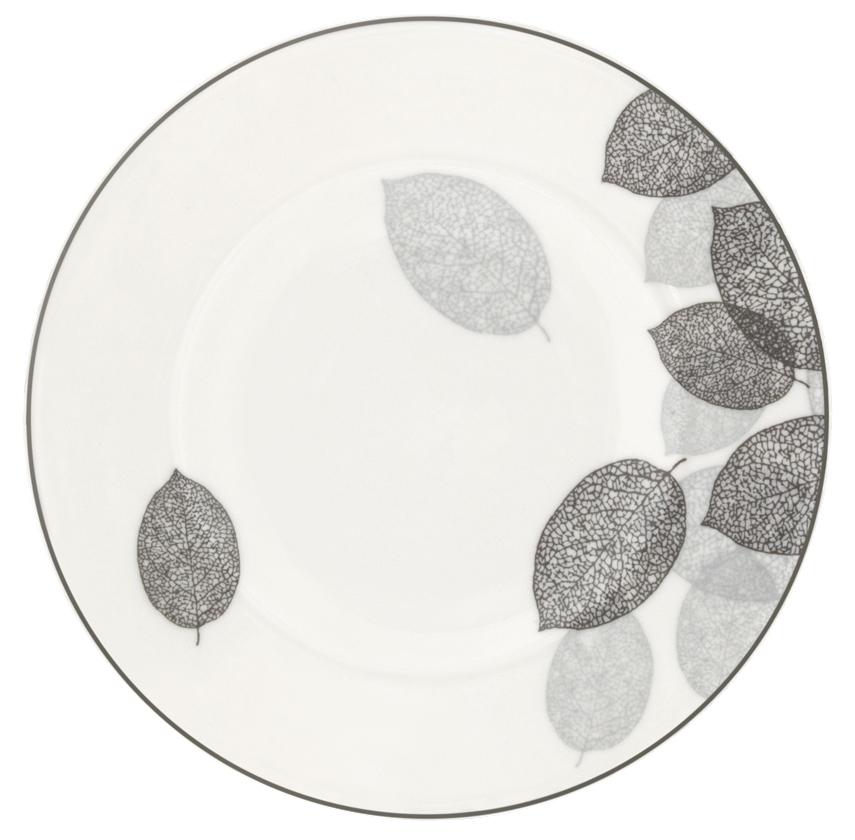 Набор десертных тарелок Esprado Bosqua Platina, диаметр 18,5 см, 6 шт115510Набор Esprado Bosqua Platina состоит из шести десертных тарелок, выполненных из высококачественного костяногофарфора. Над созданием дизайна коллекций посуды из фарфора Esprado работает международная команда высококлассных дизайнеров, не только воплощающих в жизнь все новейшие тренды, но также и придерживающихся многовековых традиций при создании классических коллекций. Посуда из костяного фарфора будет идеальным выбором, для тех, кто предпочитает красивую современную посуду из высококачественного материала, которая отличается высокой прочностью и подходит для ежедневного использования. Коллекция Bosqua Platina для тех, кто находится в поиске смелых и уникальных идей для своей кухни! В основе дизайна этой коллекции лежит мотив танца осенних листьев, который не только радует глаз, но и наилучшим образом преподносит красоту блюда, с любовью приготовленного хозяйкой. Можно использовать в микроволновки печи и мыть в посудомоечной машине.