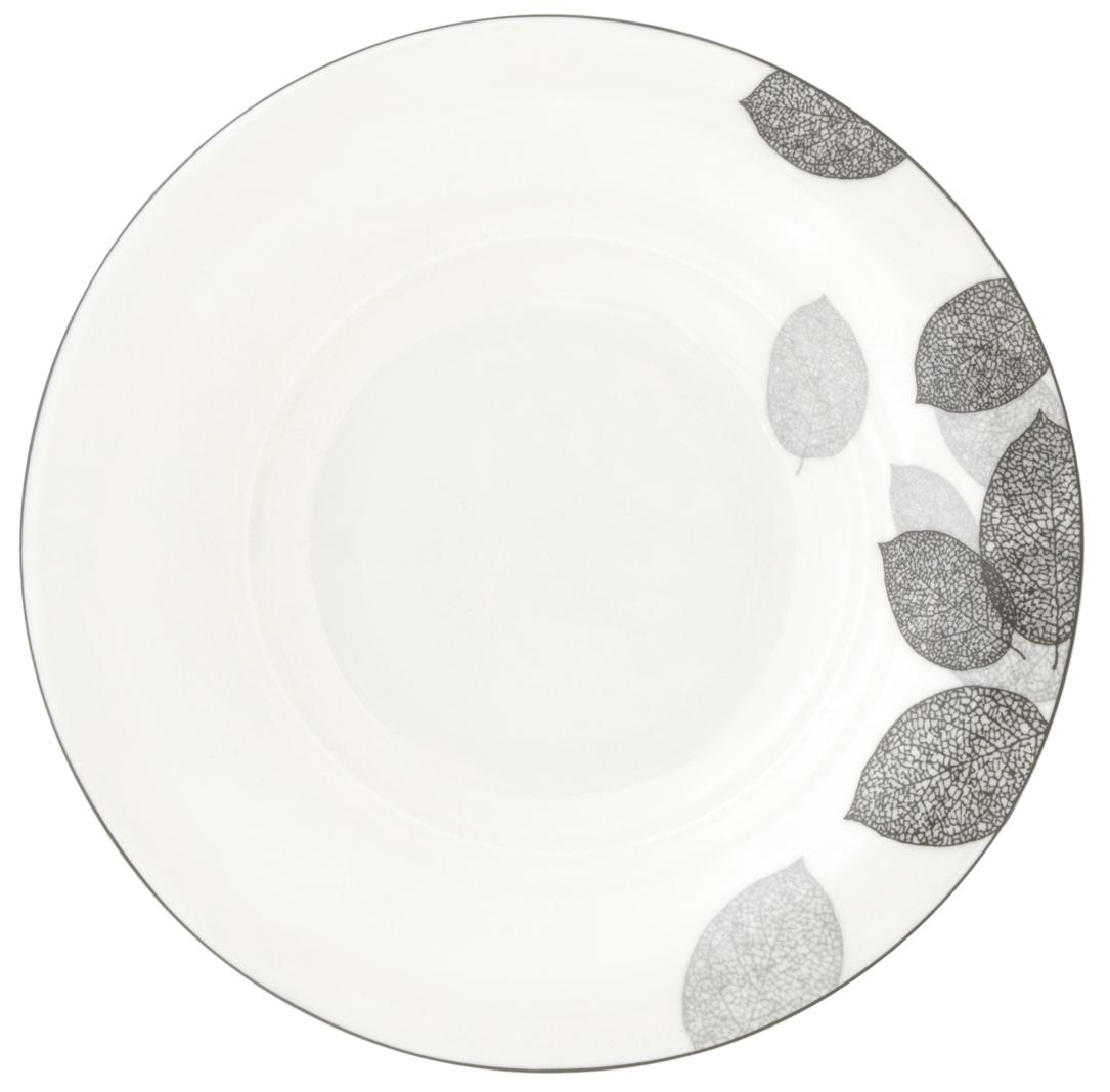 Набор суповых тарелок Esprado Bosqua Platina, диаметр 23 см, 6 штBPL023SE301Набор Esprado Bosqua Platina состоит из шести суповых тарелок, выполненных из высококачественного костяногофарфора. Над созданием дизайна коллекций посуды из фарфора Esprado работает международная команда высококлассных дизайнеров, не только воплощающих в жизнь все новейшие тренды, но также и придерживающихся многовековых традиций при создании классических коллекций. Посуда из костяного фарфора будет идеальным выбором, для тех, кто предпочитает красивую современную посуду из высококачественного материала, которая отличается высокой прочностью и подходит для ежедневного использования. Коллекция Bosqua Platina для тех, кто находится в поиске смелых и уникальных идей для своей кухни! В основе дизайна этой коллекции лежит мотив танца осенних листьев, который не только радует глаз, но и наилучшим образом преподносит красоту блюда, с любовью приготовленного хозяйкой. Можно использовать в микроволновки печи и мыть в посудомоечной машине.