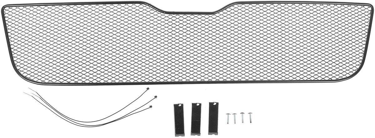 Сетка для защиты радиатора Novline-Autofamily, внешняя, для Nissan Qashqai (2006-2010)1004900000360Сетка для защиты радиатора Novline-Autofamily изготовлена из антикоррозионного материала, что гарантирует отсутствие ржавчины в процессе эксплуатации. Изделие устанавливается на штатную решетку переднего бампера автомобиля, защищая таким образом радиатор от попадания камней, крупных насекомых, мелких птиц. Простая установка делает это изделие необыкновенно удобным. В отличие от универсальных сеток, для установки которых требуется снятие бампера, то есть наличие специализированных навыков и дополнительного оборудования (подъемник и так далее), для установки этой сетки понадобится 20 минут времени и отвертка. Данный продукт разработан индивидуально под каждый бампер автомобиля. Внешняя защитная сетка радиатора полностью повторяет геометрию решетки бампера и гармонично вписывается в общий стиль автомобиля.
