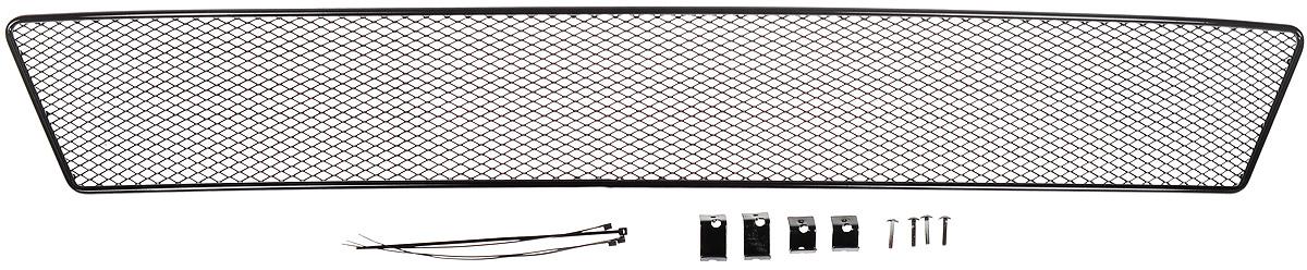 Сетка для защиты радиатора Novline-Autofamily, внешняя, для Skoda Rapid с противотуманными фонарями (2014->)21395599Сетка для защиты радиатора Novline-Autofamily изготовлена из антикоррозионного материала, что гарантирует отсутствие ржавчины в процессе эксплуатации. Изделие устанавливается на штатную решетку переднего бампера автомобиля, защищая таким образом радиатор от попадания камней, крупных насекомых, мелких птиц. Простая установка делает это изделие необыкновенно удобным. В отличие от универсальных сеток, для установки которых требуется снятие бампера, то есть наличие специализированных навыков и дополнительного оборудования (подъемник и так далее), для установки этой сетки понадобится 20 минут времени и отвертка. Данный продукт разработан индивидуально под каждый бампер автомобиля. Внешняя защитная сетка радиатора полностью повторяет геометрию решетки бампера и гармонично вписывается в общий стиль автомобиля.