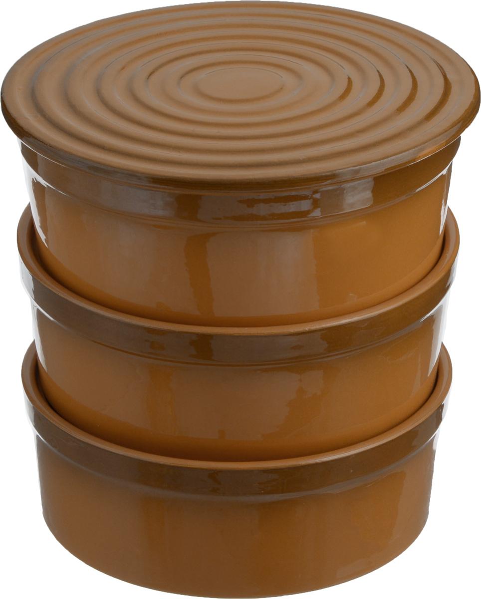 Набор для заливного Борисовская керамика Белогорье, 4 предметаОБЧ00000488Универсальный набор Борисовская керамика Белогорье, выполненный из глины, состоит из трех практичных мисок для заливного и одной крышки-подставки. Набор сочетает в себе восемь функций: миски для холодца, подставка для холодца, формы для запекания, удобные салатники, доска для нарезки, подставка под горячее, форма для выпечки торта, подставка для торта и пиццы. Эстетичность и необыкновенная функциональность набора Борисовская керамика Белогорье позволит ему стать достойным дополнением к вашему кухонному инвентарю. Можно использовать в СВЧ-печи и духовых шкафах. Диаметр миски (по верхнему краю): 17,5 см. Высота миски: 6,5 см. Диаметр крышки-подставки: 17,5 см.