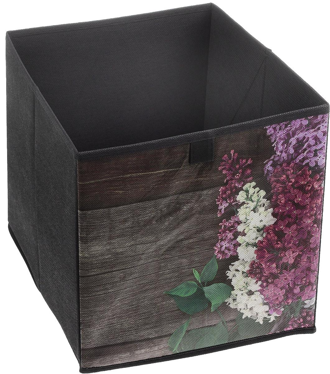 Кофр для хранения Сирень, 28 х 28 х 28 смFS-6196-F02Кофр для хранения Сирень изготовлен из высококачественного нетканого полотна и декорирован красочным цветочным изображением. Кофр имеет одно большое отделение, где вы можете хранить различные бытовые вещи, нижнее белье, одежду и многое другое. Вставки из картона обеспечивают прочность конструкции. Стильный принт, модный цвет и качество исполнения сделают такой кофр незаменимым для хранения ваших вещей.