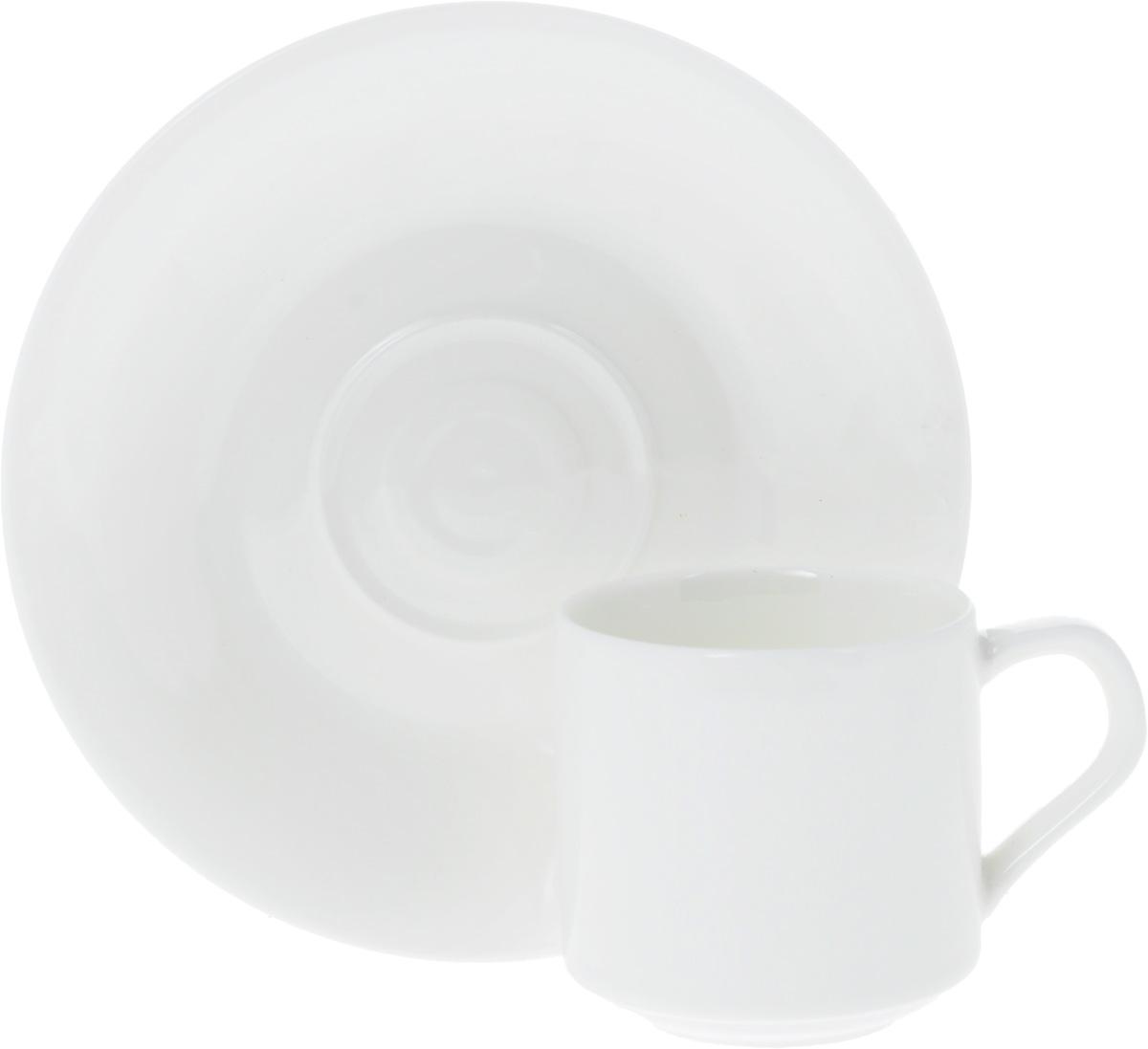 Кофейная пара Wilmax, 2 предмета. WL-993007 / AB54 009312Кофейная пара Wilmax состоит из чашки и блюдца. Изделия выполнены из высококачественного фарфора, покрытого слоем глазури. Изделия имеют лаконичный дизайн, просты и функциональны в использовании. Кофейная пара Wilmax украсит ваш кухонный стол, а также станет замечательным подарком к любому празднику.Изделия можно мыть в посудомоечной машине и ставить в микроволновую печь.Объем чашки: 90 мл.Диаметр чашки (по верхнему краю): 5,5 см.Высота чашки: 5,5 см.Диаметр блюдца: 13,5 см.