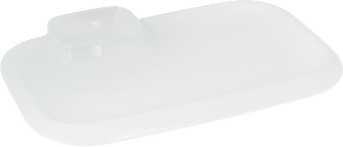 Блюдо Wilmax, 36 х 21,5 см115510Оригинальное блюдо Wilmax, выполненное из высококачественного фарфора, имеет прямоугольную форму и оснащено соусником. Изделие идеально подойдет для сервировки праздничного или обеденного стола, а также станет отличным подарком к любому празднику.Размер блюда (по верхнему краю): 36 х 21,5 см.Высота стенки блюда: 3 см.Размер соусника (по верхнему краю): 7,2 х 5,5 см. Высота стенки соусника: 3,7 см. Ширина блюда (с учетом соусника): 10,5 х 7,5 см.