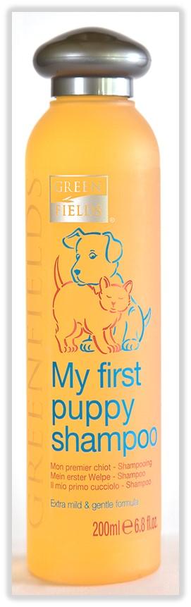 Шампунь гипоаллергенный Greenfields Мой первый шампунь, для кошек и собак, 200 мл4605543005374Шампунь - концентрат. Расход шампуня в 10 раз меньше обычных шампуней! Экстрамягкий гипоаллергенный шампунь подходит для всех видов шерсти, а благодаря отсутствию сульфатов легко и быстро смывается. Сбалансированный рН не допускает пересушивания кожи и волос. Шампунь обладает антибактериальным и регенерирующим эффектами. Подходит как для маленьких, так и для взрослых кошек и собак с чувствительной кожей. Придает шерсти вашего питомца здоровый вид и блеск.Гидролизированный протеин шелка увлажняет и питает волос, препятствует дальнейшей потере влаги, образуя защитную пленку, как при использовании бальзама-кондиционера. Основной эффект достигается благодарясекрету копчиковой железы лебедя ? уникальному компоненту, обеспечивающему мягкое расчесывание, отсутствие колтунов, эластичность и дополнительную защиту от негативного воздействия окружающей среды. Компоненты раковины моллюсков насыщают важнейшими микроэлементами: железом, кальцием, фосфором, витаминами А, В, С, Е.Способ применения:А. Сильное загрязнение! Смочить шерсть животного тёплой водой, промыть от грязи и жировой плёнки любым базовым шампунем, тщательно смыть его. Далее развести шампунь Greenfields Мой первый шампунь»в пропорции 1 часть шампуня к 10 частям воды, нанести нужное количество шампуня губкой или рукой на шерсть животного, втереть массирующими движениями, оставить на 5-10 минут, затем тщательно смыть тёплой водой.Б. Профилактический уход! В течении нескольких минут промыть шерсть животного тёплой водой. Далее развести шампунь«Greenfields Мой первый шампунь» в пропорции 1 часть шампуня к 10 частям воды, либо 1 к 5 частям воды, в зависимости от загрязнения кожно-волосяного покрова. Нанести нужное количество шампуня губкой или рукой на шерсть животного, втереть массирующими движениями, оставить на 5-10 минут, затем тщательно смыть тёплой водой.