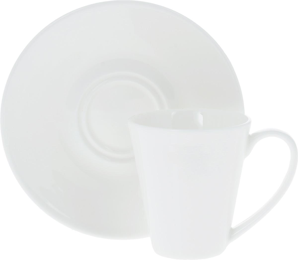 Кофейная пара Wilmax, 2 предмета. WL-993054 / AB54 009312Кофейная пара Wilmax состоит из чашки и блюдца. Изделия выполнены из высококачественного фарфора, покрытого слоем глазури. Изделия имеют лаконичный дизайн, просты и функциональны в использовании. Кофейная пара Wilmax украсит ваш кухонный стол, а также станет замечательным подарком к любому празднику.Изделия можно мыть в посудомоечной машине и ставить в микроволновую печь.Объем чашки: 110 мл.Диаметр чашки (по верхнему краю): 6 см.Высота чашки: 7 см.Диаметр блюдца: 13 см.