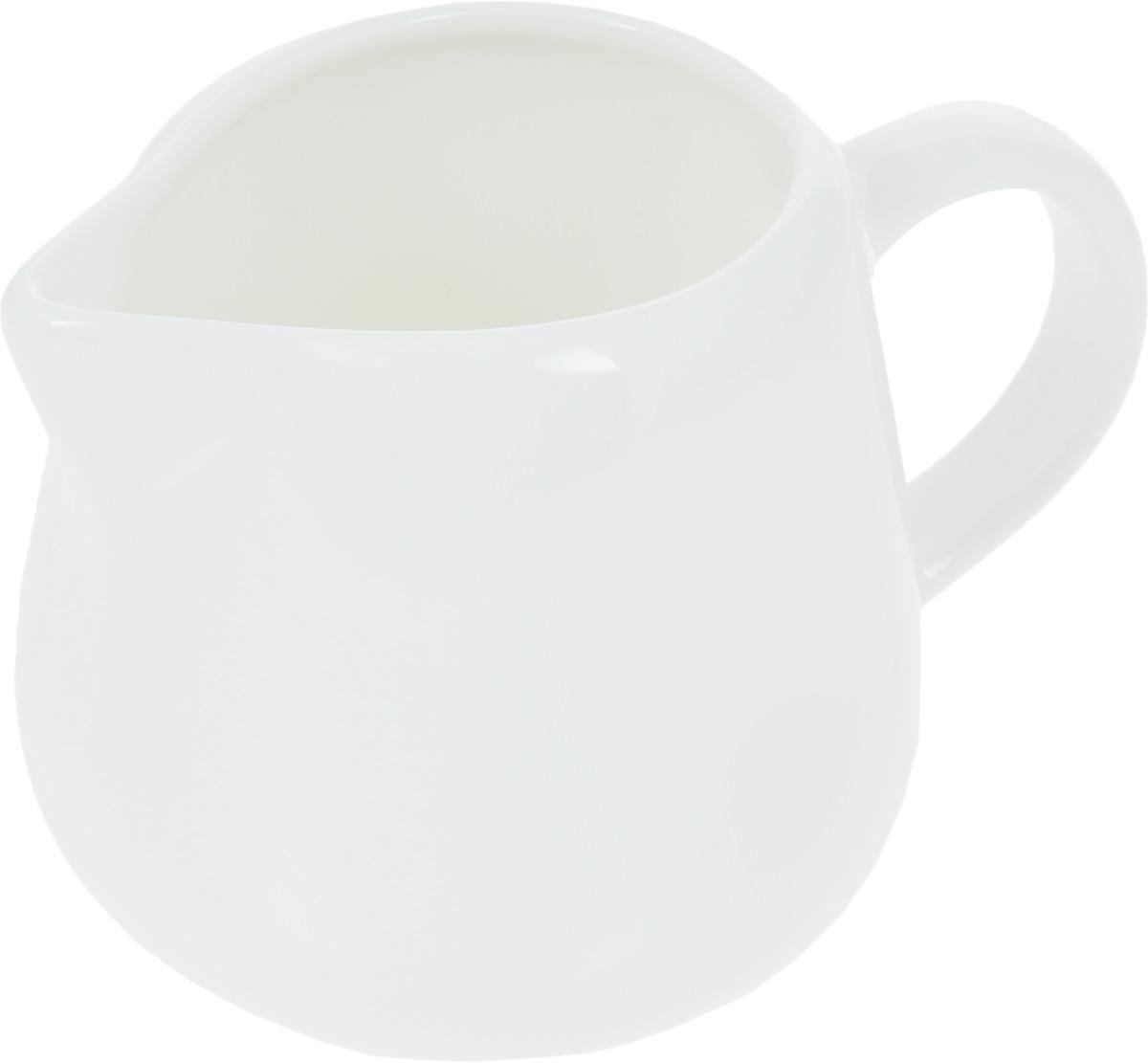 Молочник Wilmax, 200 мл115510Молочник Wilmax, изготовленный из высококачественного фарфора, имеет широкое основание, удобную ручку и носик. Предназначен для сливок и молока. Такой молочник станет изысканным украшением стола к чаепитию и подчеркнет ваш безупречный вкус. Изделие также станет хорошим подарком к любому случаю. Можно использовать в СВЧ и мыть в посудомоечной машине. Размер молочника (по верхнему краю): 7 х 5 см.Диаметр основания: 7 см. Высота молочника: 7,5 см.