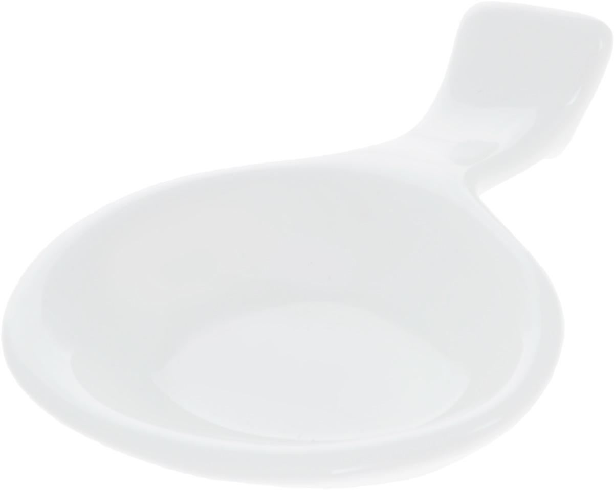 Подставка для палочек Wilmax, с емкостью для соуса115510Подставка для палочек Wilmax изготовлена из высококачественного фарфора, покрытого глазурью. Изделие предназначено для палочек, также снабжено емкостью для соевого соуса. Такая подставка понравится всем любителям суши, она функциональная, практичная и легкая в уходе.