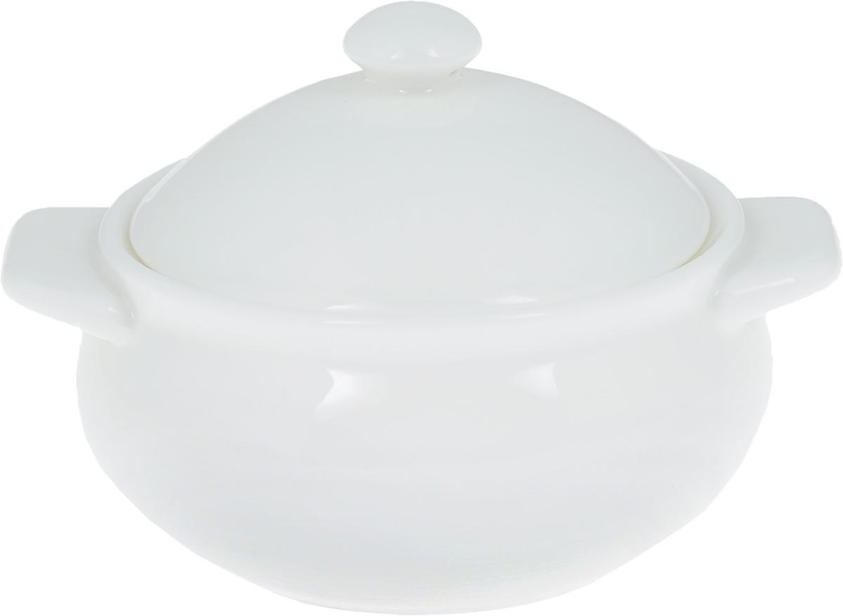 Горшок для запекания Wilmax, 350 млFS-91909Горшок для запекания Wilmax изготовлен из высококачественного фарфора. Изделие подходит для запекания различных блюд и может быть использовано для подачи на стол. Горшок снабжен крышкой и двумя ручками. Такое изделие станет отличным дополнением к вашему кухонному инвентарю, оно украсит сервировку стола и подчеркнет прекрасный вкус хозяина. Можно использовать в микроволновой печи.Диаметр (по верхнему краю): 10,5 см. Ширина (с учетом ручек): 14 см. Высота стенки: 6 см.