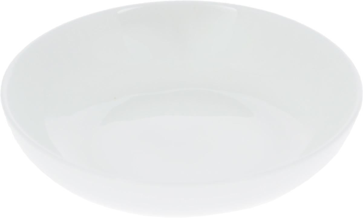 Блюдце для соуса Wilmax, диаметр 10 см54 009312Блюдце для соуса Wilmax изготовлено из высококачественного фарфора, покрытого слоем глазури. Изделие предназначено для подачи соусов, варенья или меда. Такое блюдце пригодится в любом хозяйстве, оно подойдет как для праздничного стола, так и для повседневного использования. Изделие функциональное, практичное и легкое в уходе. Можно мыть в посудомоечной машине и ставить в микроволновую печь.