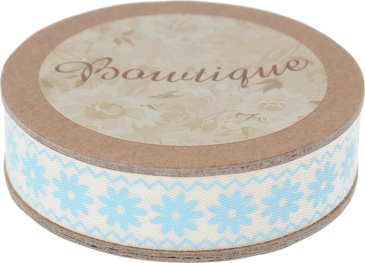Лента хлопковая Hemline Цветы и зиг-заги, цвет: молочный, голубой, 1,5 х 500 смC0038550Лента на картонной катушке Hemline Цветы и зиг-заги выполнена из хлопка. Такая лента идеально подойдет для оформления различных творческих работ, может использоваться для скрапбукинга, создания аппликаций, декора коробок и открыток, часто ее применяют при пошиве одежды, сумок, аксессуаров. Лента наивысшего качества практична в использовании. Она станет незаменимым элементом в создании вашего рукотворного шедевра.